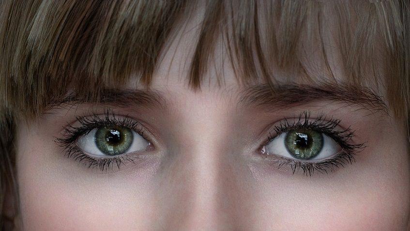 groene ogen met kleurlenzen